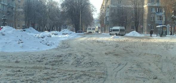 Вывоз снега, сгребенного с дорог, активизировали в Дубне с помощью штрафов и спонсоров