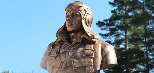 Бюст легендарного летчика-испытателя Григория Бахчиванджи открыли  во дворе первой школы Дубны