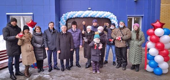 Жители синего дома № 22А на проспекте Боголюбова у моста в Дубне получили ключи